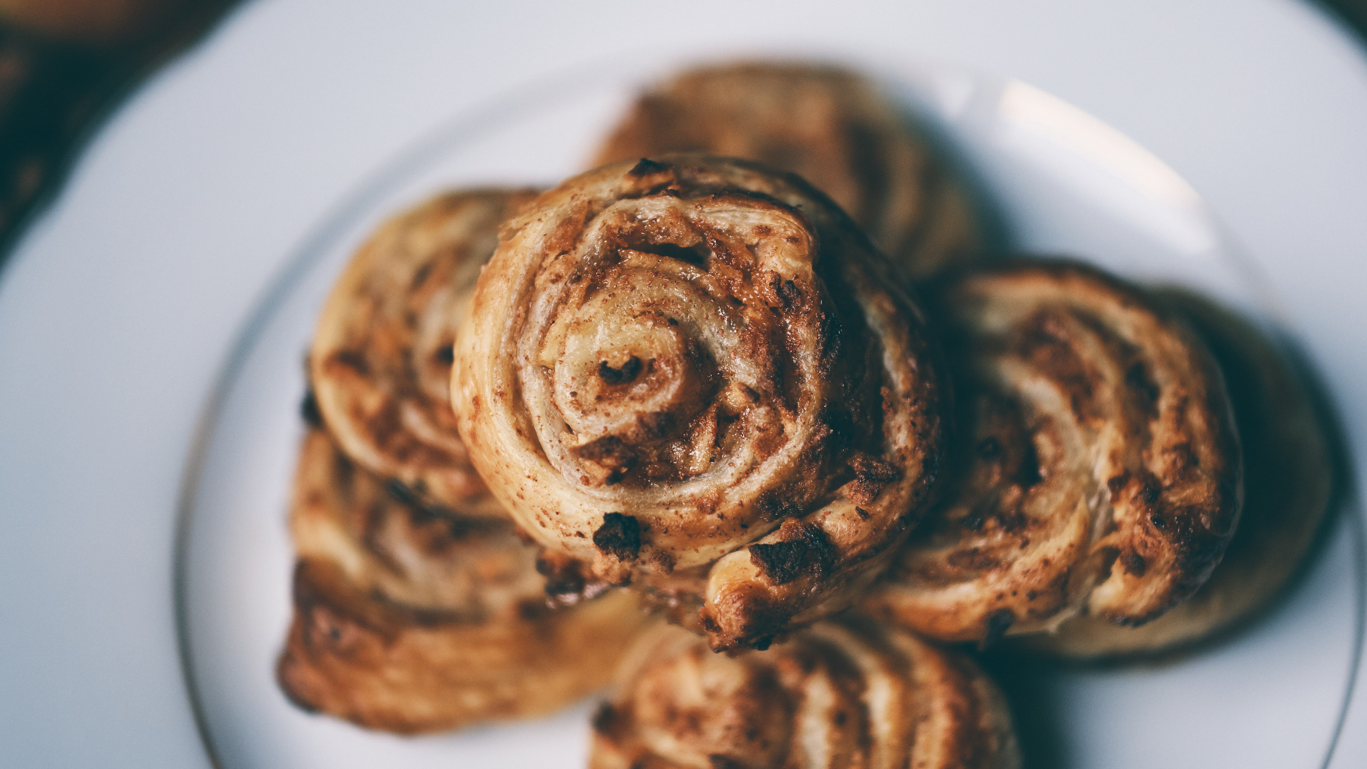 Apple Cinnamon Rolls with Puff Pastry – ASMR Cooking