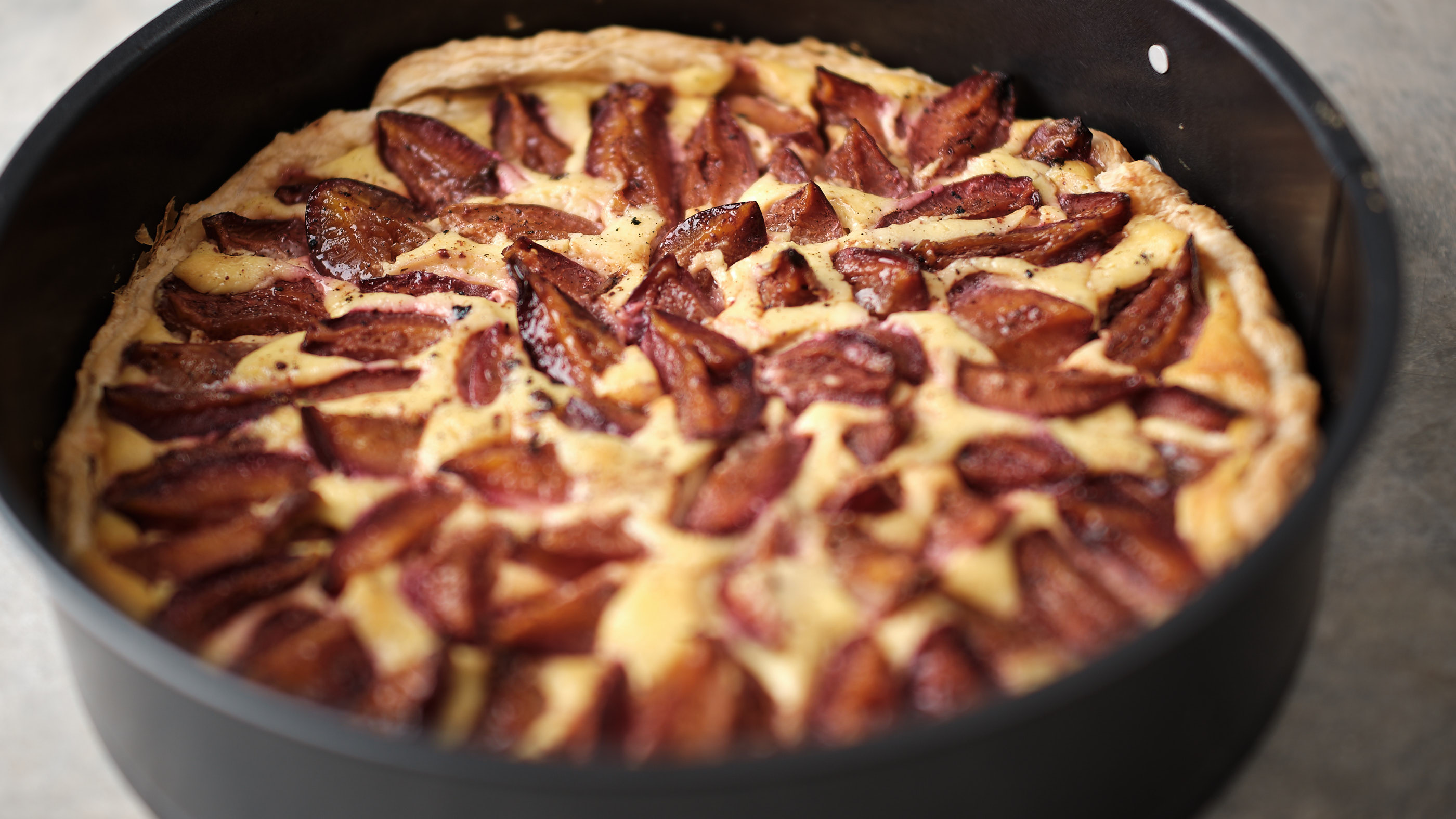Puff Pastry Plum Cake with Vanilla Pudding - Simple Plum Tart Recipe